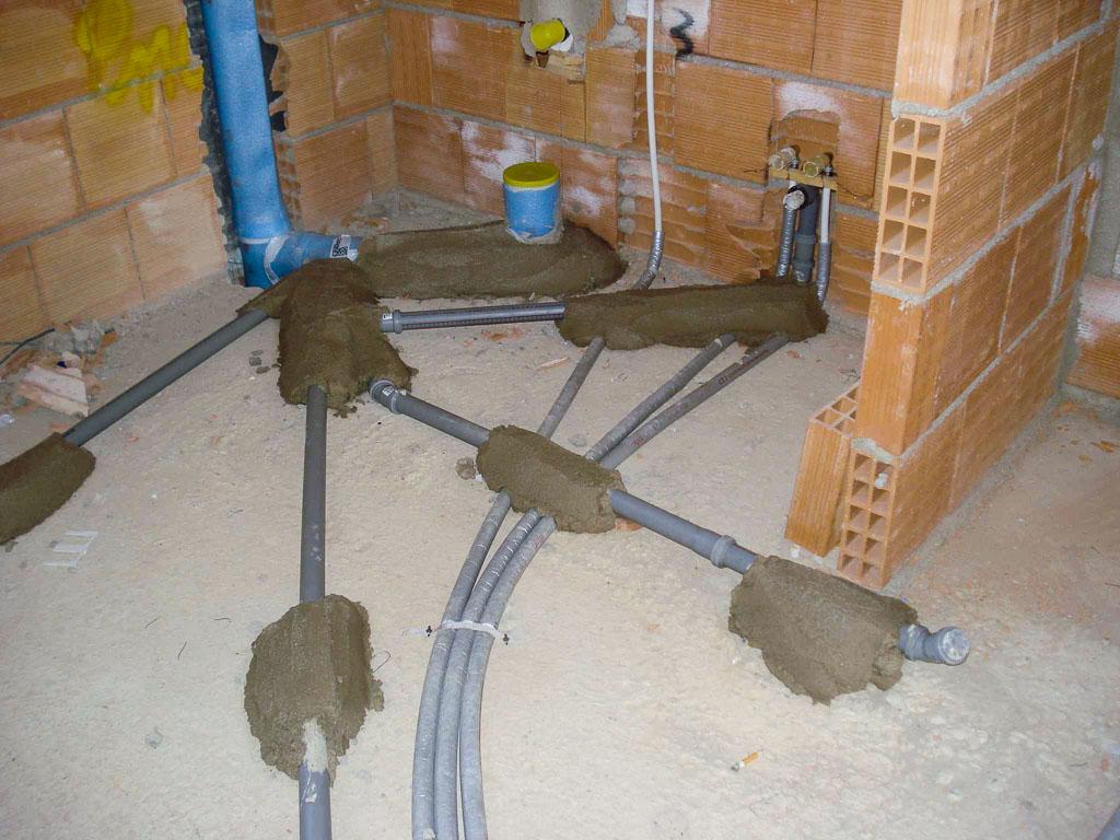 Isolamento Acustico Scarichi Bagno casa moderna, roma italy: impianti idraulici bagno